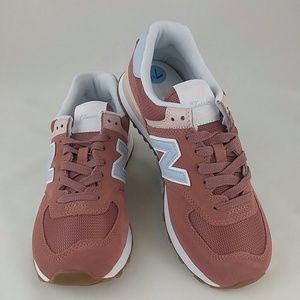New Balance Womens 574 Core Sneaker, 7.5